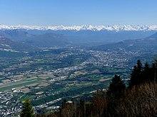 Vue aérienne de la cluse de Chambéry depuis le mont du Chat