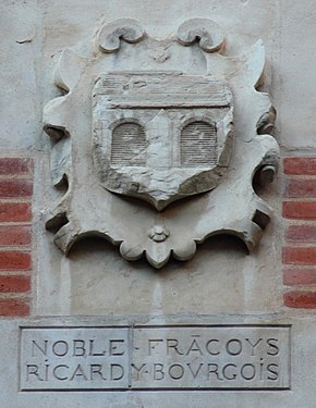 Coat of arms in Cour Henri IV Facoys.JPG