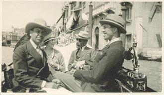 Linda Lee Thomas - Cole Porter, Linda Lee Thomas, Bernard Berenson, and Howard Sturges in gondola, 1923