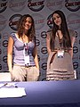 Comic Con France 2010 - Actrices Merlin TV - Day1 - P1440217.jpg