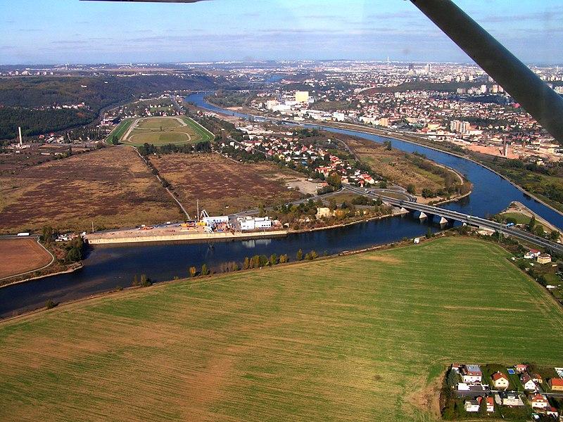 File:Confluence of Berounka and Vltava river.jpg