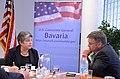 ConsMunich Napolitano im Gespräch mit Reportern der Süddeutschen Zeitung. (7241280648).jpg