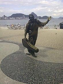 Estatua de Dorival Caymmi en la playa de Copacabana