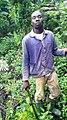 Cultivateur en forêt équatoriale au Cameroun.jpg