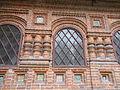 Décoration autour des fenêtres de la Cathédrale Saint Jean-Baptiste (Iaroslavl).JPG