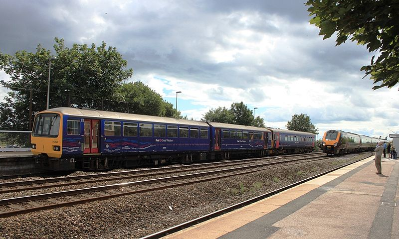 File:Dawlish Warren - FGW 143620 and 153382 with CrossCountry 221121.jpg