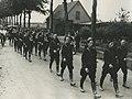 De groep van de politie Schiedam o.l.v. inspecteur W.H. Kloeseman, gevolgd door – F40732 – KNBLO.jpg