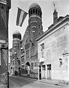 de voorgevel van de synagoge te groningen met de nederlandse vlag - groningen - 20093237 - rce