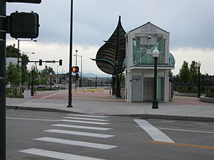 Louisiana–Pearl station - Street level view of light rail station