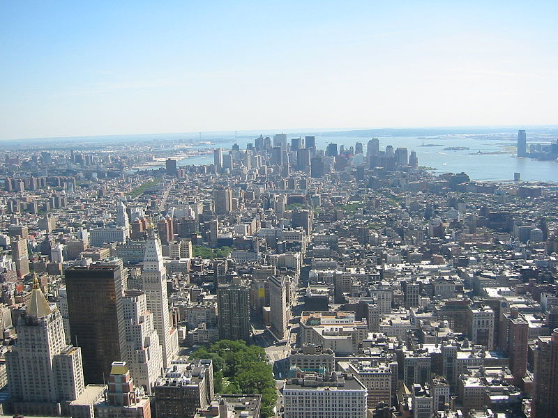 Fitxategi:Downtown New York City from the Empire State Building June 2004.JPG