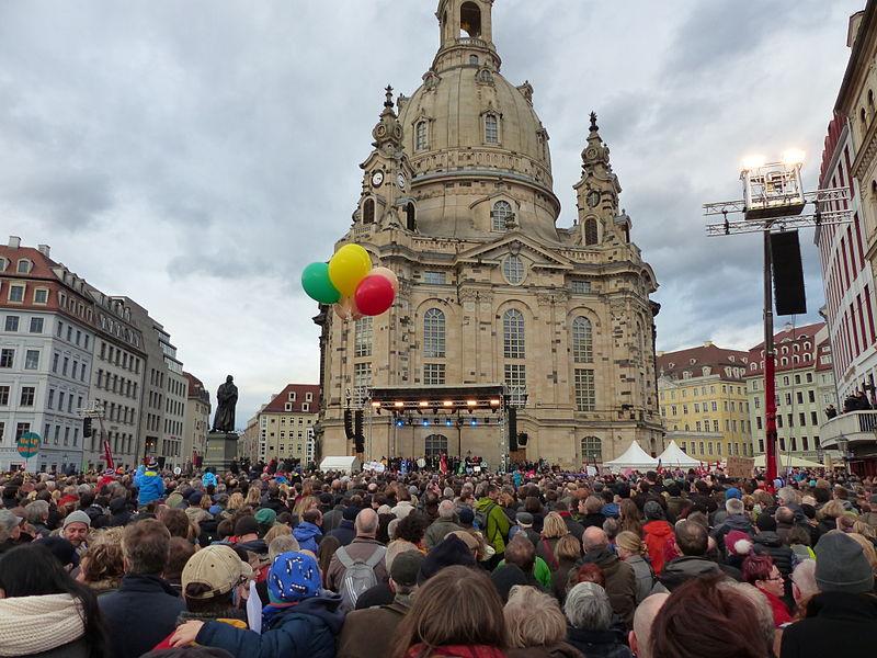 File:Dresden-Kundgebung für Weltoffenheit am 10. Januar 2015-07.JPG