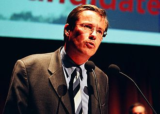 Nicolas Dupont-Aignan - Dupont-Aignan speaking during a meeting in 2005