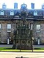 Edinburgh - Fountain in front of Holyrood Palace - panoramio.jpg