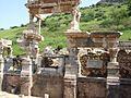 Efeso - Fontana di Traiano - panoramio.jpg