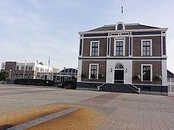 Elst (Overbetuwe) gemeentehuis.JPG