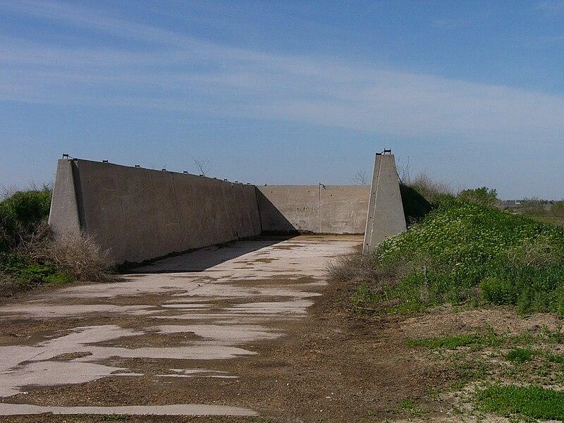 File:Empty bunker silo in Nebraska.jpg