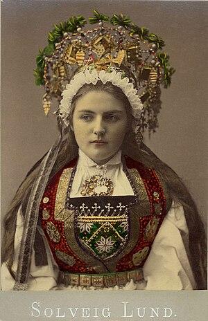 En brud från Hardanger, Norge - Nordiska Museet - NMA.0039996