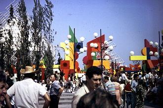 La Ronde (amusement park) - La Ronde during Expo 67. The amusement park was built as an entertainment complex for the world's fair.