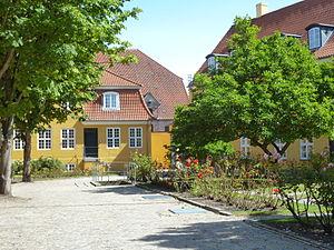 Fæstningens Materialgård - Magnolia trees in the courtyard