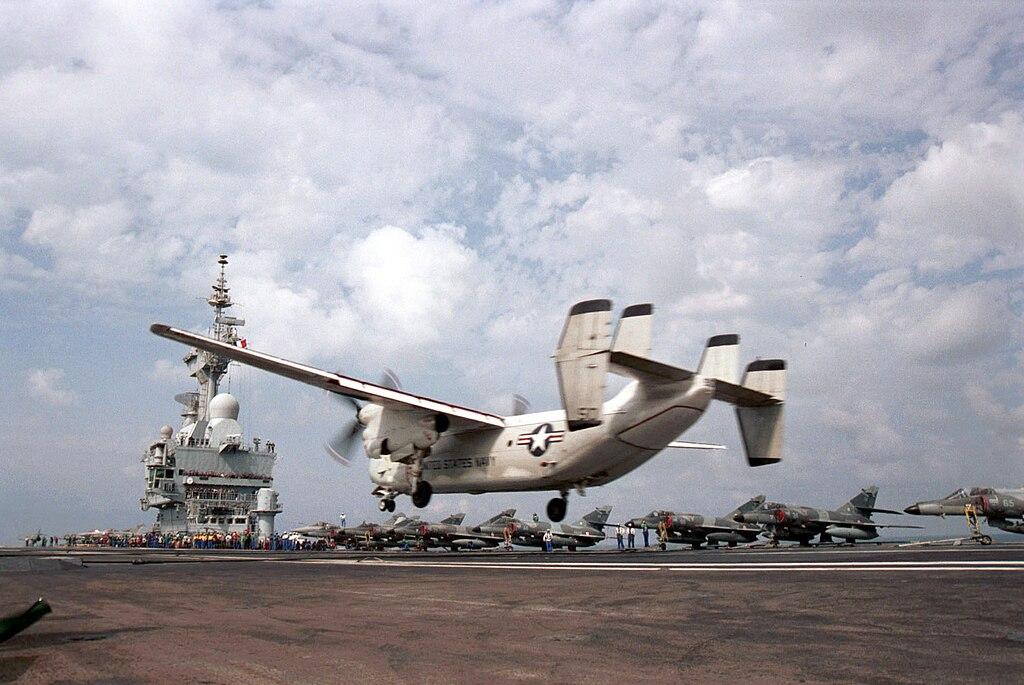 حامله الطائرات الفرنسيه شارل ديغول ....Charles de Gaulle porte-avions  1024px-FS_Charles_de_Gaulle_US_Greyhound_020216-N-2003S-001