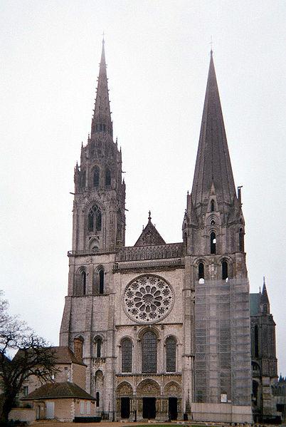 Gotička arhitektura 402px-FacadeCathedraleChartresFrance041130