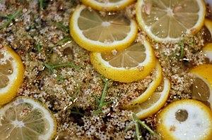 Fläderblom och citronskivor