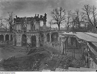 Dresdner Zwinger: Ruine des Wallpavillons und der nördlichen Bogengalerie
