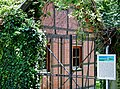 Friedhof Ihinger Hof mit Gräbern aus dem 18. bis 20. Jahrhundert. Die ältesten sind von Moriz Siegfried von Leiningen (1703-1782) und von seiner Mutter Amalie Hedweg geb. von Donop (1684-1765), einer Enkelin des Heinri - panoramio (1).jpg