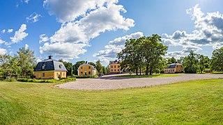 Garpenbergs herrgård panorama 2019-08-01.jpg