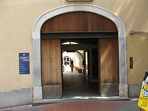 Biblioteca Civica Berio - Entrance to the Biblioteca Civica Berio in Genoa (photo circa 2007)