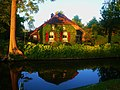 Giethoorn - Little cottage in the channel - panoramio.jpg