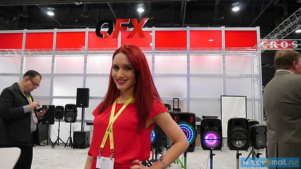 Girl of CES 2017 03.jpg