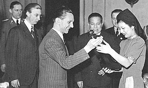 Nejiko Suwa - The Nazi propaganda minister, Joseph Goebbels, presenting a violin, said to be a Stradivarius, to Nejiko Suwa on February 22, 1943