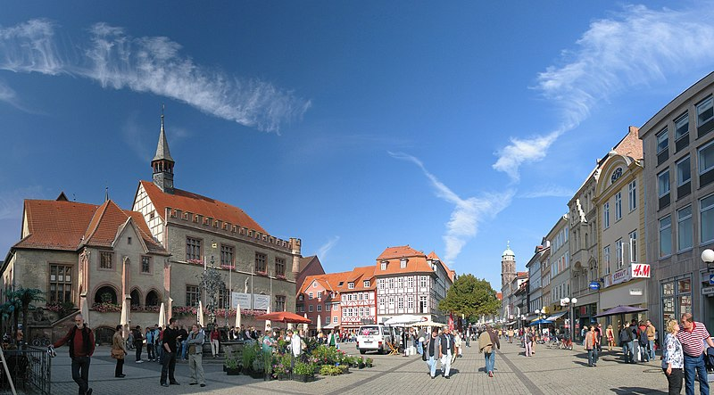 فایل:Goettingen Marktplatz Oct06 Antilived.jpg