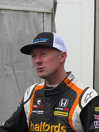 Gordon Shedden - Shedden at the Knockhill round of the 2017 British Touring Car Championship.