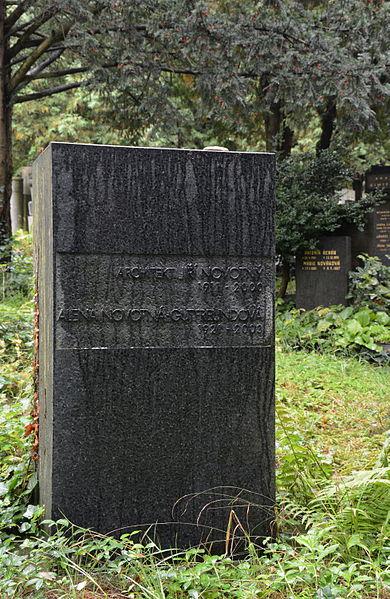 File:Grave of Jiří Novotný 1.jpg