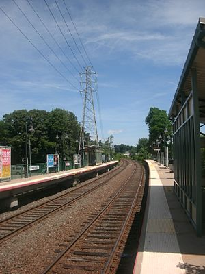 Greenvale (LIRR station) - The station at Greenvale, facing Glen Head-bound on the Oyster Bay-bound platform in June 2012.