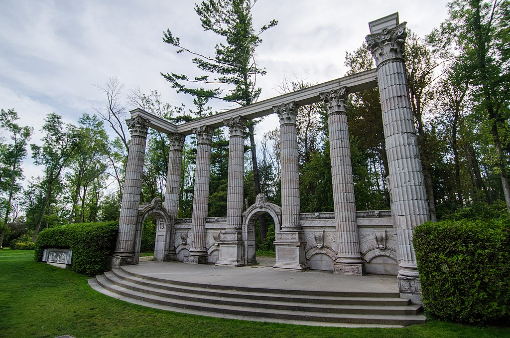 ruin-like structures at Guild Park and Gardens