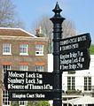 Hampton Court Avri 2009 1.jpg