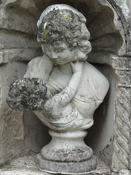 Haussonville (M-et-M) statuette funéraire mère et enfant