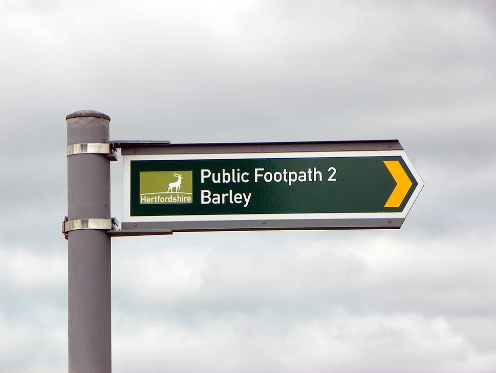 Hertfordshire Council public right of way roadsign 4282
