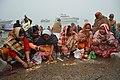 Hindu Devotees Pray To Surya - Makar Sankranti Observance - Baje Kadamtala Ghat - Kolkata 2018-01-14 6892.JPG
