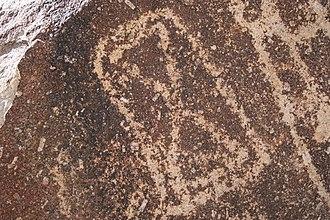 Grapevine Canyon Petroglyphs - Image: Hourglass like petroglyph