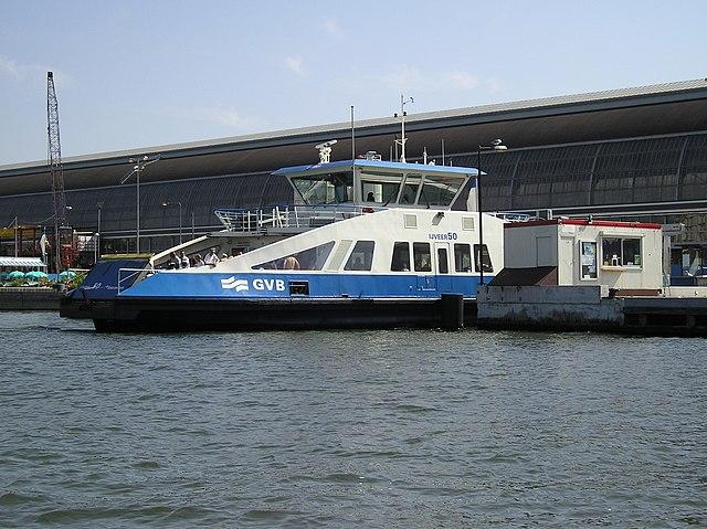 После вчерашней аварии власти проверят все паромы в Амстердаме на предмет безопасности