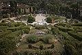 Il giardino di villa Garzoni visto da sopra.jpg