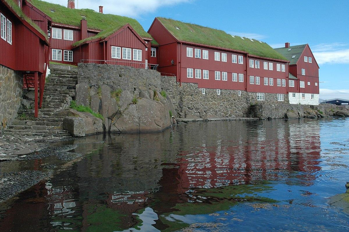 1200px-Is03196-Torshavn.jpg