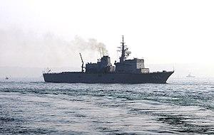 JS Uraga sails toward Yokosuka after the SDF Fleet Review 2006 b.jpg