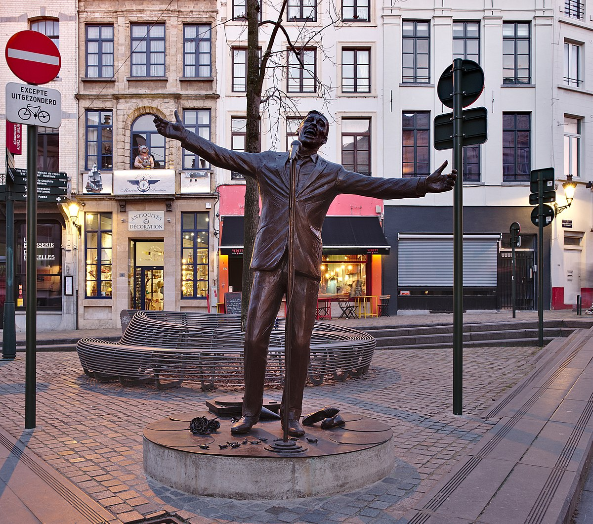 Jacques Brel memorial bronze statue by Tom Frantzen on place de la Vieille Halle aux Blés during the evening civil twilight in Brussels, Belgium (DSCF4319-crop).jpg