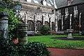 Jardin du cloître de la Cathédrale Saint-Paul de Liège.jpg