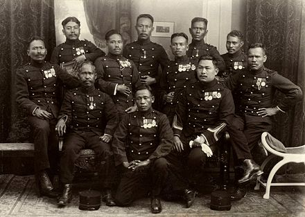 Decorated indigenous KNIL soldiers, 1927. Javaanse KNIL-militairen.jpg